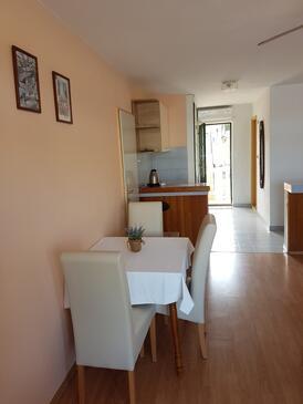 Lumbarda, Dining room in the studio-apartment, WiFi.