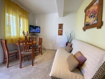 Lumbarda, Obývací pokoj v ubytování typu apartment, domácí mazlíčci povoleni a WiFi.