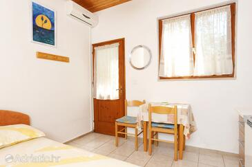 Lumbarda, Dining room in the studio-apartment, (pet friendly) and WiFi.