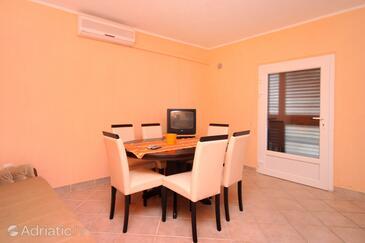 Zavalatica, Dining room in the apartment, dostupna klima i WIFI.