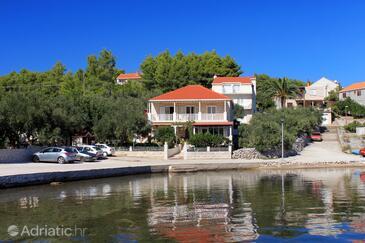 Lumbarda, Korčula, Объект 4401 - Апартаменты вблизи моря с галечным пляжем.