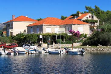Lumbarda, Korčula, Property 4403 - Apartments and Rooms near sea with pebble beach.