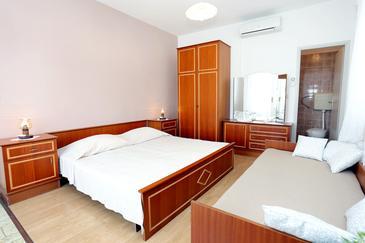 Lumbarda, Sypialnia w zakwaterowaniu typu room, dostupna klima i WIFI.
