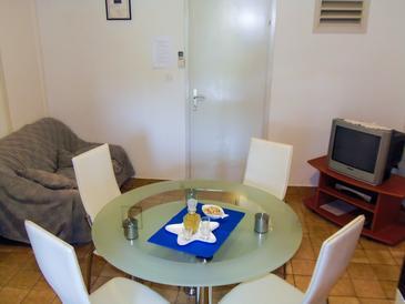 Lumbarda, Dining room in the apartment, dostupna klima i WIFI.