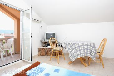 Lumbarda, Dining room in the studio-apartment, air condition available, (pet friendly) and WiFi.