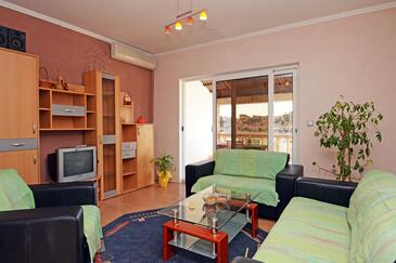 Brna, Obývacia izba v ubytovacej jednotke apartment, dostupna klima i WIFI.