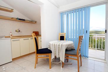 Korčula, Dining room in the studio-apartment, dostupna klima i WIFI.