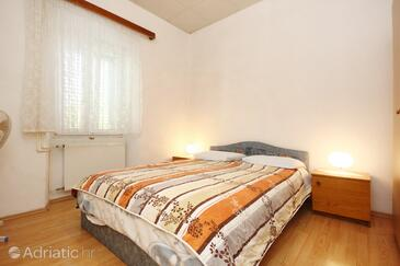 Lumbarda, Bedroom in the room, (pet friendly) and WiFi.