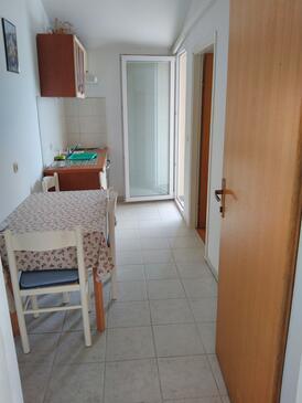 Sali, Jídelna v ubytování typu apartment, domácí mazlíčci povoleni a WiFi.