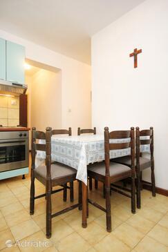 Lumbarda, Jídelna v ubytování typu apartment, s klimatizací, domácí mazlíčci povoleni a WiFi.