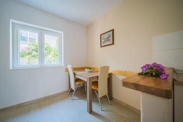 Lumbarda, Eetkamer in the apartment, WiFi.