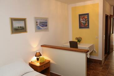 Lumbarda, Jídelna v ubytování typu studio-apartment, WiFi.