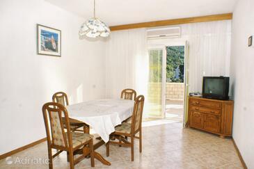 Vrbovica, Jídelna v ubytování typu apartment, s klimatizací, domácí mazlíčci povoleni a WiFi.