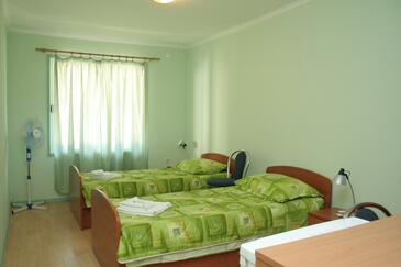 Prižba, Sypialnia w zakwaterowaniu typu room, zwierzęta domowe są dozwolone.