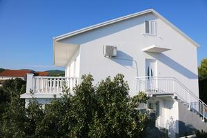 Apartments with a parking space Zavalatica (Korčula) - 4459