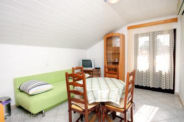 Brna, Dining room in the apartment, dostupna klima i WIFI.