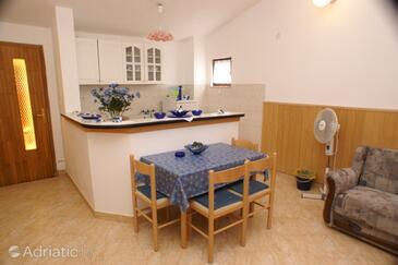 Karbuni, Столовая в размещении типа apartment, доступный кондиционер, Домашние животные допускаются и WiFi.