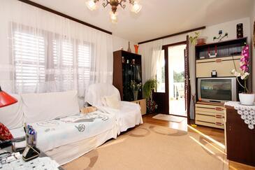Gradina, Obývacia izba v ubytovacej jednotke apartment, dostupna klima, dopusteni kucni ljubimci i WIFI.