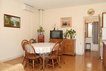 Lumbarda, Jadalnia w zakwaterowaniu typu apartment, dostupna klima i WIFI.
