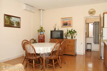 Lumbarda, Столовая в размещении типа apartment, доступный кондиционер и WiFi.
