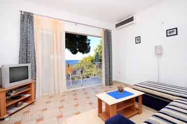 Brna, Obývací pokoj v ubytování typu apartment, s klimatizací.