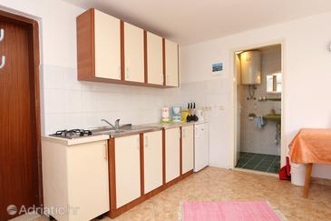 Lumbarda, Kitchen in the studio-apartment, WIFI.