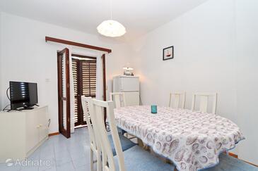 Prižba, Jídelna v ubytování typu apartment, domácí mazlíčci povoleni a WiFi.