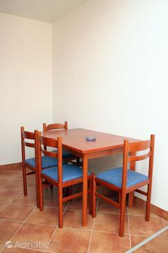 Mokalo, Dining room in the studio-apartment, WIFI.