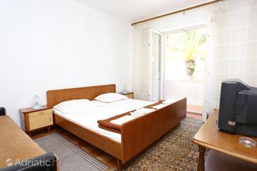 Trpanj, Bedroom in the room, dostupna klima.