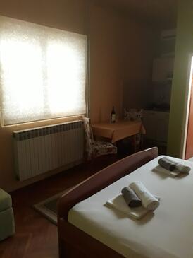 Orebić, Jídelna v ubytování typu studio-apartment, domácí mazlíčci povoleni a WiFi.