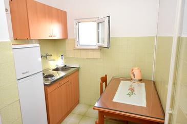 Orebić, Kuchyňa v ubytovacej jednotke studio-apartment, dostupna klima, dopusteni kucni ljubimci i WIFI.