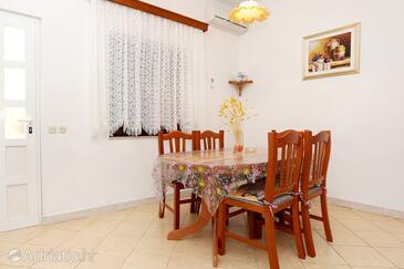 Orebić, Jídelna v ubytování typu apartment, s klimatizací a WiFi.