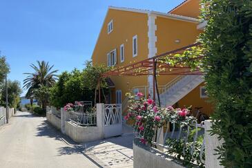 Orebić, Pelješac, Объект 4527 - Апартаменты с галечным пляжем.