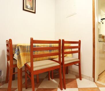 Drače, Dining room in the studio-apartment.
