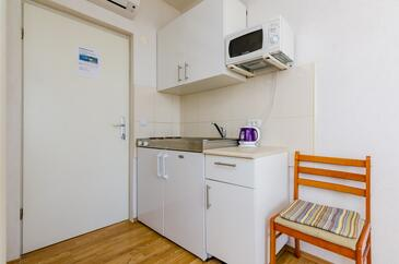 Drače, Kitchen in the studio-apartment, air condition available and WiFi.