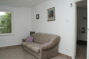 Kučište - Perna, Obývací pokoj v ubytování typu house.