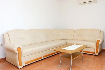 Kučište - Perna, Living room in the apartment, dostupna klima i WIFI.