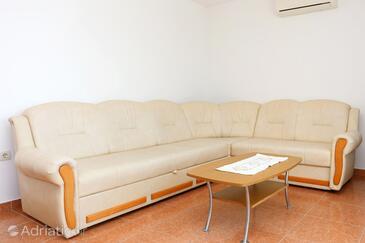 Kučište - Perna, Obývací pokoj v ubytování typu apartment, s klimatizací a WiFi.