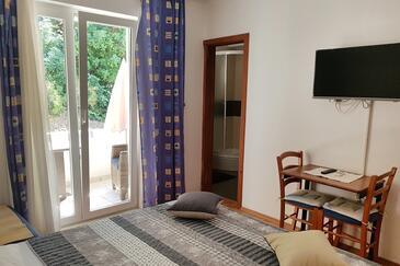 Kučište - Perna, Jídelna v ubytování typu studio-apartment, WiFi.