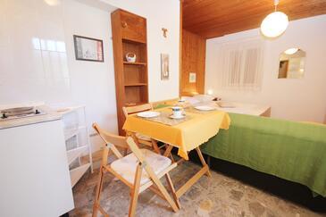 Orebić, Jedáleň v ubytovacej jednotke studio-apartment, WiFi.