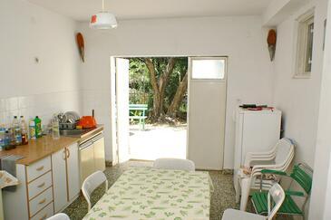 Drače, Kuchyňa v ubytovacej jednotke room, domáci miláčikovia povolení a WiFi.