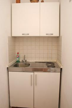 Orebić, Kitchen in the studio-apartment, dopusteni kucni ljubimci i WIFI.