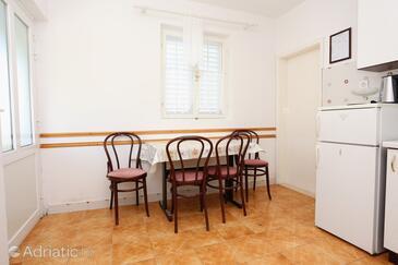 Sreser, Dining room in the apartment, dopusteni kucni ljubimci i WIFI.