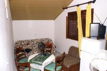 Trpanj, Dining room in the studio-apartment.
