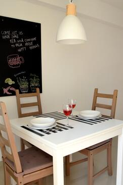 Orebić, Dining room in the studio-apartment, air condition available and WiFi.