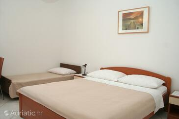 Orebić, Bedroom in the room, air condition available and WiFi.