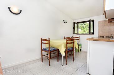 Trstenik, Jídelna v ubytování typu studio-apartment, s klimatizací a WiFi.