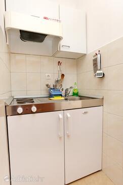 Trstenik, Kitchen in the studio-apartment, (pet friendly) and WiFi.