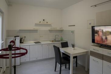 Žuljana, Dining room in the studio-apartment, WiFi.