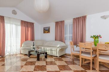 Žuljana, Living room in the apartment, air condition available and WiFi.